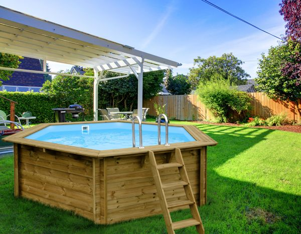 Swimmingpools f r den garten vom swimmingpool fachh ndler for Gartenpool holz