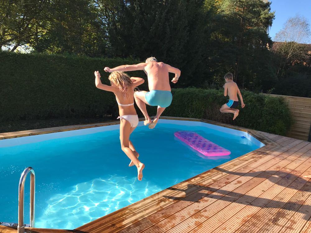 Swimmingpool pflege und tipps - Pool eingelassen ...