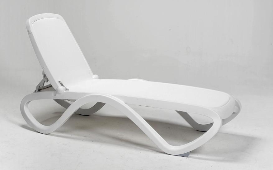 gartenliege nardi omega weiss poolliege kunststoffliege textilene vom swimmingpool fachh ndler. Black Bedroom Furniture Sets. Home Design Ideas